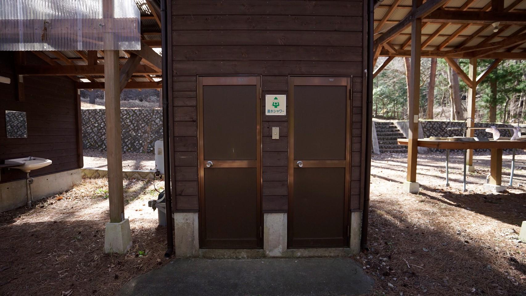 【木立に囲まれる|富士河口湖町】『ハーブの里オートキャンプ場』攻略ガイド(駐車場・トイレ)